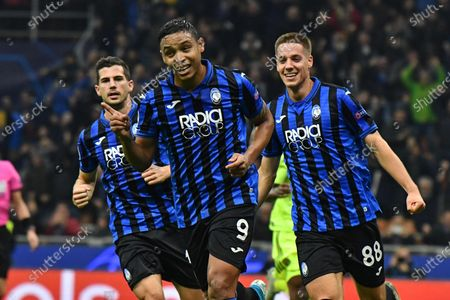 Atalanta's Luis Muriel (C) jubilates after scoring the goal 1-0 during the UEFA Champions League Group C soccer match Atalanta BC vs Dinamo Zagreb at the Giuseppe Meazza stadium in Milan, Italy, 26 November 2019.
