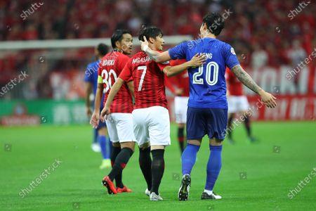 Urawa Reds' Kazuki Nagasawa (L) and Al-Hilal's Jang Hyun-soo (R)