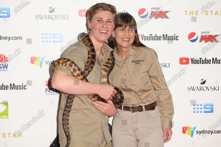 Robert Irwin (L) and Terri Irwin arrive for the 33rd Annual ARIA Music Awards at The Star in Sydney, Australia, 27 November 2019.