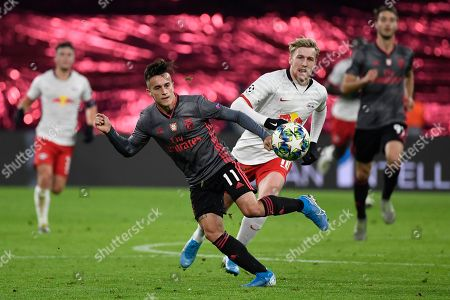 Franco Cervi, Emil Forsberg. Benfica's Franco Cervi, center left, and Leipzig's Emil Forsberg, center right, compete for the ball during the Champions League group G soccer match between RB Leipzig and Benfica in Leipzig, Germany