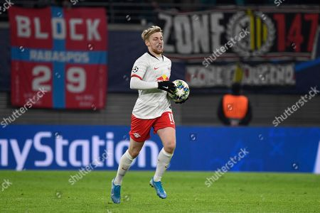 Leipzig's Emil Forsberg runs with the ball scoring a penalty during the Champions League group G soccer match between RB Leipzig and Benfica in Leipzig, Germany