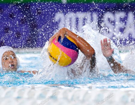 Thitirat Souyos (C) of Thailand in action during a SEA Games 2019 Water Polo Women's Double Round Robin match between Philippines and Thailand at the New Clark City Aquatics Center in Capas, Philippines, 28 November 2019. The SEA Games 2019 is expected to hold its opening ceremony on 30 November 2019.