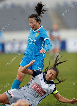 Emily Townsend Menges (R) of Melbourne in action against Yang Li (L) of Jiangsu Suning, during the AFC Women's Club Championship soccer match between Melbourne Victory and Jiangsu Suning LFC, at the Yongin Citizens Sports Park in Yongin, South Korea, 28 November 2019.