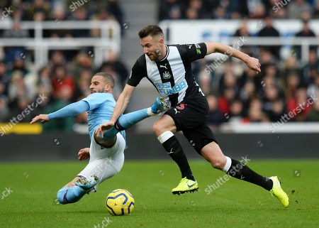 Paul Dummett of Newcastle United tussles with Kyle Walker of Manchester City
