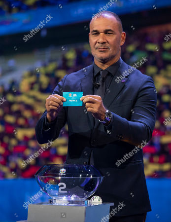 Ruud Gullit draws France out of the hat