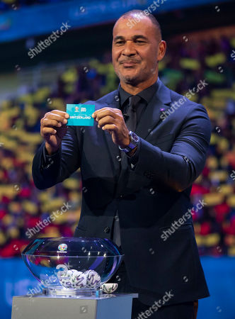 Stock Picture of Ruud Gullit draws Switzerland out of the hat