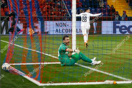 Claudiu Keseru, Igor Akinfeev. Ludogorets' Claudiu Keseru, right, celebrates after scoring his side's first goal past CSKA's goalkeeper Igor Akinfeev during the Europa League group H soccer match between CSKA Moscow and PFC Ludogorets Razgrad at CSKA Arena in Moscow, Russia