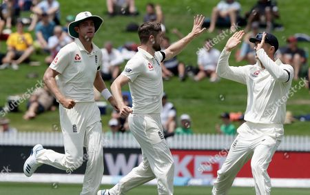 England's Chris Woakes, centre, celebrates with teammates after dismissing New Zealand's Kane Williamson during play on day one of the second cricket test between England and New Zealand at Seddon Park in Hamilton, New Zealand