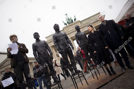 Stock Image of Sahra Wagenknecht and Dietmar Bartsch alongside bronze statues of Edward Snowden, Julian Assange and Chelsea Manning