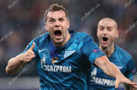 Artem Dzyuba of Zenit St Petersburg celebrates scoring a goal