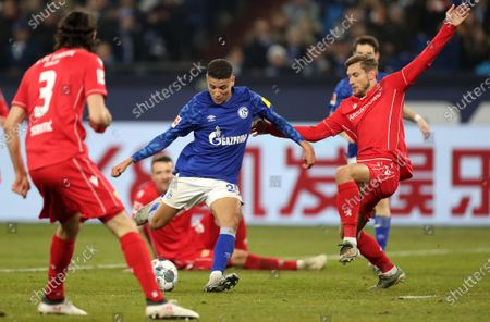 Schalke's Amine Harit (C) in action with Union's Christopher Lenz (R) during the German Bundesliga soccer match between FC Schalke 04 and FC Union Berlin in Gelsenkirchen, Germany, 29 November 2019.