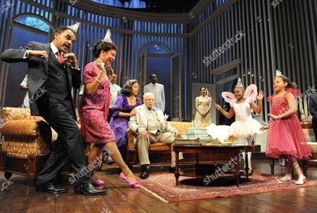 Peter de Jersey (Gooper), Nina Sosanya (Mae), Phylicia Rashad (Big Mama) and James Earl Jones (Big Daddy)