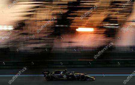 Australian Formula One driver Daniel Ricciardo of Renault steers his car during the qualifying session of Abu Dhabi Formula 1 Grand Prix 2019 in Abu Dhabi, United Arab Emirates, 30 November 2019. The Formula One Grand Prix of Abu Dhabi will take place on 01 December 2019.