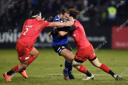 Jamie Roberts of Bath Rugby takes on the Saracens defence