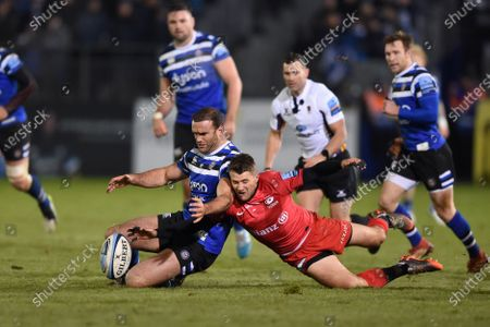 Jamie Roberts of Bath Rugby and Richard Wigglesworth of Saracens compete for the ball