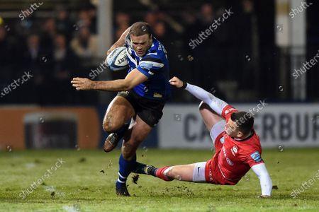 Jamie Roberts of Bath Rugby fends Ben Spencer of Saracens