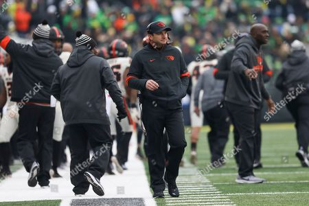 Oregon State head coach Jonathan Smith keeps an eye on the scoreboard during the first half of an NCAA college football game in Eugene, Ore