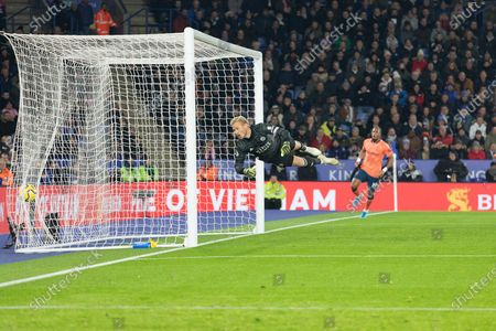 GOAL - Kasper Schmeichel (1) cant stop header from Richardlison (7) during the Premier League match between Leicester City and Everton at the King Power Stadium, Leicester