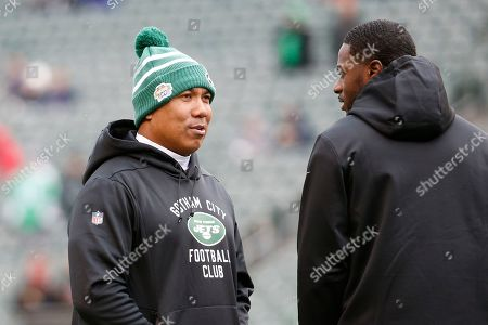 Hines Ward, A.J. Green. New York Jets offensive coordinator Hines Ward, left, speaks with Cincinnati Bengals wide receiver A.J. Green, right, during practice before an NFL football game, in Cincinnati