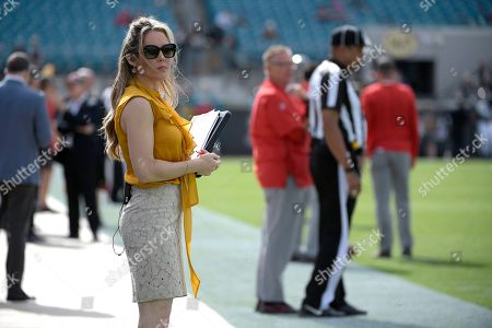 FOX Sports sideline reporter Jennifer Hale watches warmups before an NFL football game between the Jacksonville Jaguars and the Tampa Bay Buccaneers, in Jacksonville, Fla