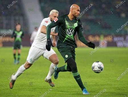 01.12.2019, Football 1. Bundesliga 2019/2020, 13.  match day, VfL Wolfsburg - SV Werder Bremen , in Volkswagen Arena Wolfsburg. (L-R) Claudio Pizarro (Werder Bremen)  -  John Anthony Brooks (Wolfsburg)