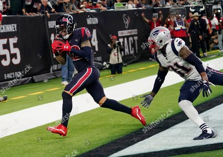 Houston Texans wide receiver Kenny Stills (12) makes a touchdown catch in front of New England Patriots cornerback Jonathan Jones (31) during the second half of an NFL football game, in Houston