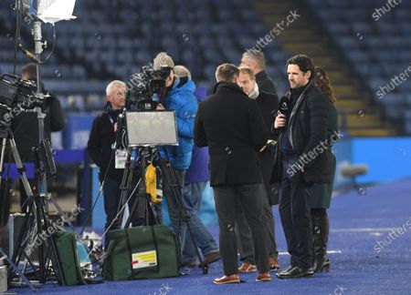 Amazon Prime pundits Graeme Le Saux and Owen Hargreaves chat before kick off