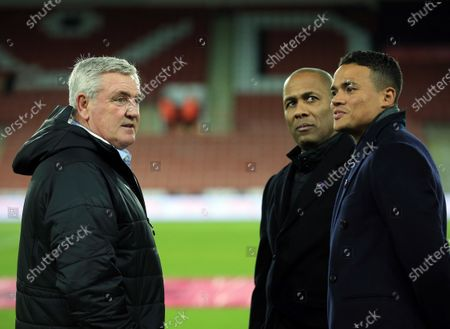 Newcastle United manager Steve Bruce with Amazon Prime Premier League pundits Les ferdinand and Jermaine Jenas ahead of the game