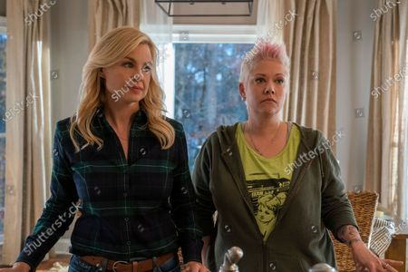 Jessica Collins as Monica and Tammy Lynn Michaels as Bitsy