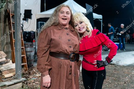 Kathleen Turner as Miss Mary Shaw and Dolly Parton