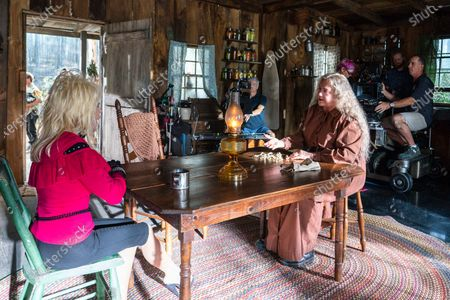 Dolly Parton, Kathleen Turner as Miss Mary Shaw and Ramon Engle Cameraman