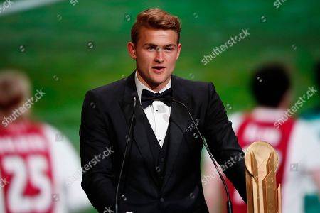 Juventus' Matthijs de Ligt with Kopa trophy speaks during the Golden Ball award ceremony at the Grand Palais in Paris,. Awarded every year by France Football magazine since Stanley Matthews won it in 1956, the Ballon d'Or, Golden Ball for the best player of the year will be given to both a woman and a man