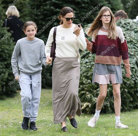 Stock Picture of Seraphina Affleck, Jennifer Garner and Violet Affleck shopping for Christmas trees at Palisades Church