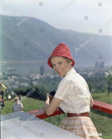 Muriel Pavlow as Dina