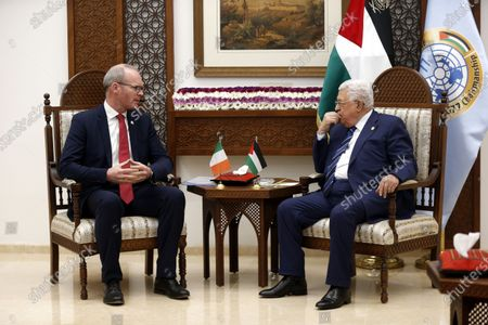 Palestinian President Mahmoud Abbas (R) meets with Irish Foreign Minister Simon Coveney in the West Bank City of Ramallah, 03 December 2019.