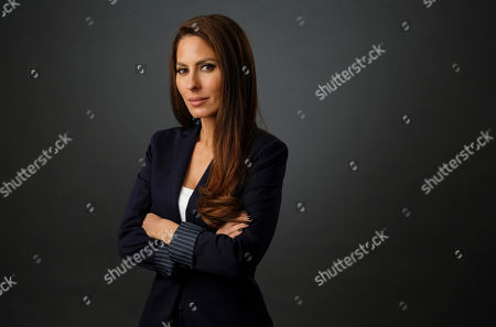"""Kerri Kasem, daughter of the late disc jockey Casey Kasem, poses for a portrait, in Los Angeles. Family members of radio personality Casey Kasem have settled a lawsuit against his widow that alleged her neglect and physical abuse led to his death in 2014. Kerri Kasem, one of Kasem's daughters who filed the lawsuit, released a statement through a spokesman Tuesday saying she was """"distraught and heartbroken over her family and lawyers' decision to force her into a settlement"""