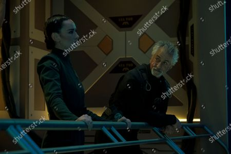Cara Gee as Camina Drummer and David Strathairn as Commander Klaes Ashford