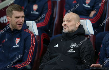 Interim Manager Freddie Ljungberg of Arsenal alongside Per Mertesacker