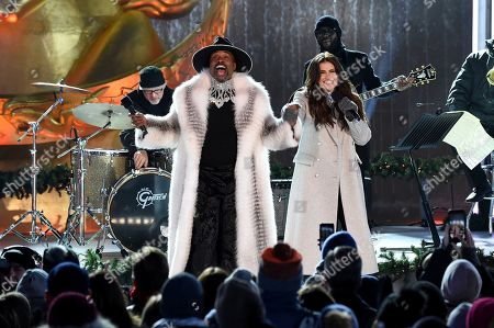 Billy Porter, Idina Menzel. Billy Porter and Idina Menzel perform at the 2019 Rockefeller Center Christmas Tree Lighting Ceremony, in New York
