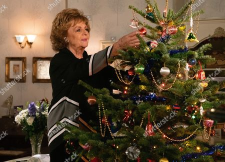 Ep 9960 Tuesday 24th December 2019 Rita Tanner, as played by Barbara Knox, decorates her tree alone.