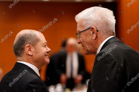 German Minister of Finance Olaf Scholz (L), speaks with Baden-Wuerttemberg's State Premier, Winfried Kretschmann (R), during a meeting with premiers of federal states at the Chancellery in Berlin, Germany, 05 December 2019. The government meets with the federal heads of state to discuss, among others, the approval of a 60 million Euro package to fight antisemitism, protect Jewish life in Germany and preserve the Auschwitz-Birkenau memorial.
