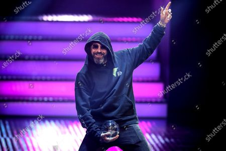 German rapper, actor and music producer Sido holds his Best Act award during the 20th 1LIVE Krone radio awards ceremony at the Jahrhunderthalle in Bochum, Germany, 05 December 2019. The radio award 1LIVE Krone is given to the best national artists of the music industry.