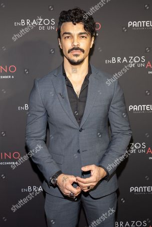 Stock Image of Shalim Ortiz posing at the Pantelion's En Brazos De Un Asesino Miami Premiere