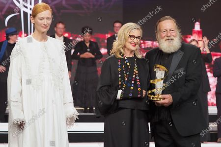 Tilda Swinton Delivers the prize to Australian Cinema, Gillian Armstrong and Jack Thompson
