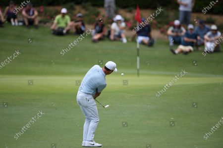 Paul Casey (ENG) chips to the 1st green