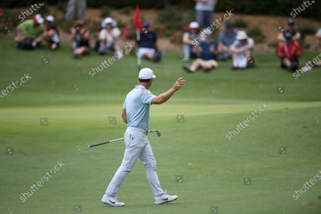Paul Casey (ENG) acknowledges the crowd