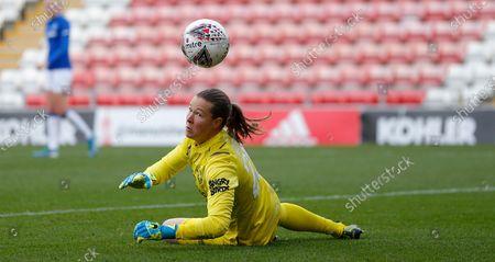 Katie Zelem of Manchester United Women shot goes past the post to the relief of Goalkeeper Tinja-Riikka Korpela of Everton Women