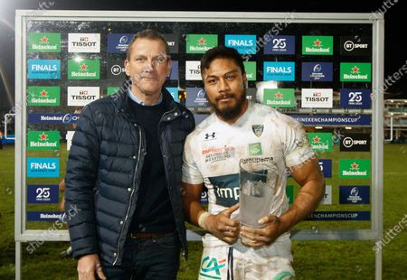 Bath vs ASM Clermont Auvergne. Heineken's David Willis presents the man of the match award to George Moala of Clermont