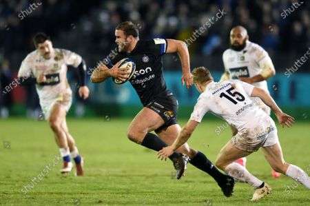 Jamie Roberts of Bath Rugby goes on the attack