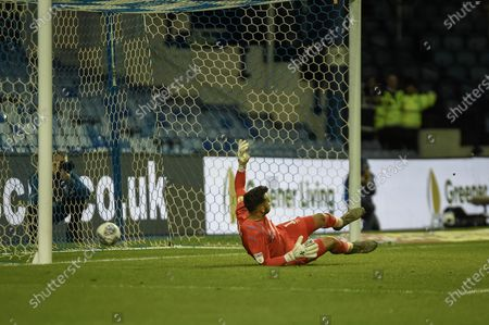 Steven Fletcher of Sheffield Wednesday SCORES the penalty making the scoreline 1-1 during the EFL Sky Bet Championship match between Sheffield Wednesday and Brentford at Hillsborough, Sheffield